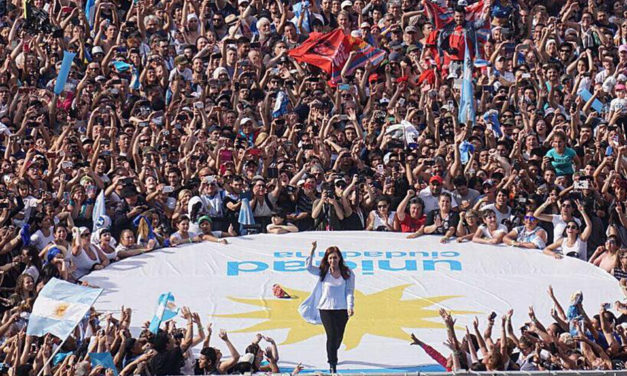 CFK llamó a peronistas y descontentos
