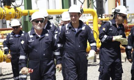 Más nafta al incendio