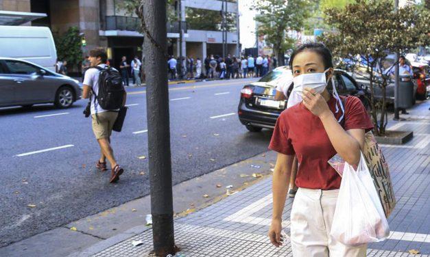 Informar desde la calle con el barbijo puesto